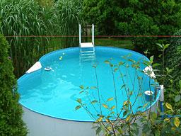 Wasser ball ber die schnur for Garten pool party